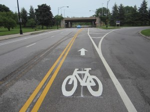 The new contraflow bike lane on Bryn Mawr. Photo: John Greenfield
