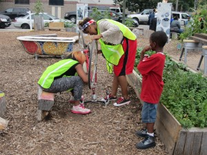 Tonaa Jamerson,  center, fixes a flat with a friend. Photo: John Greenfield