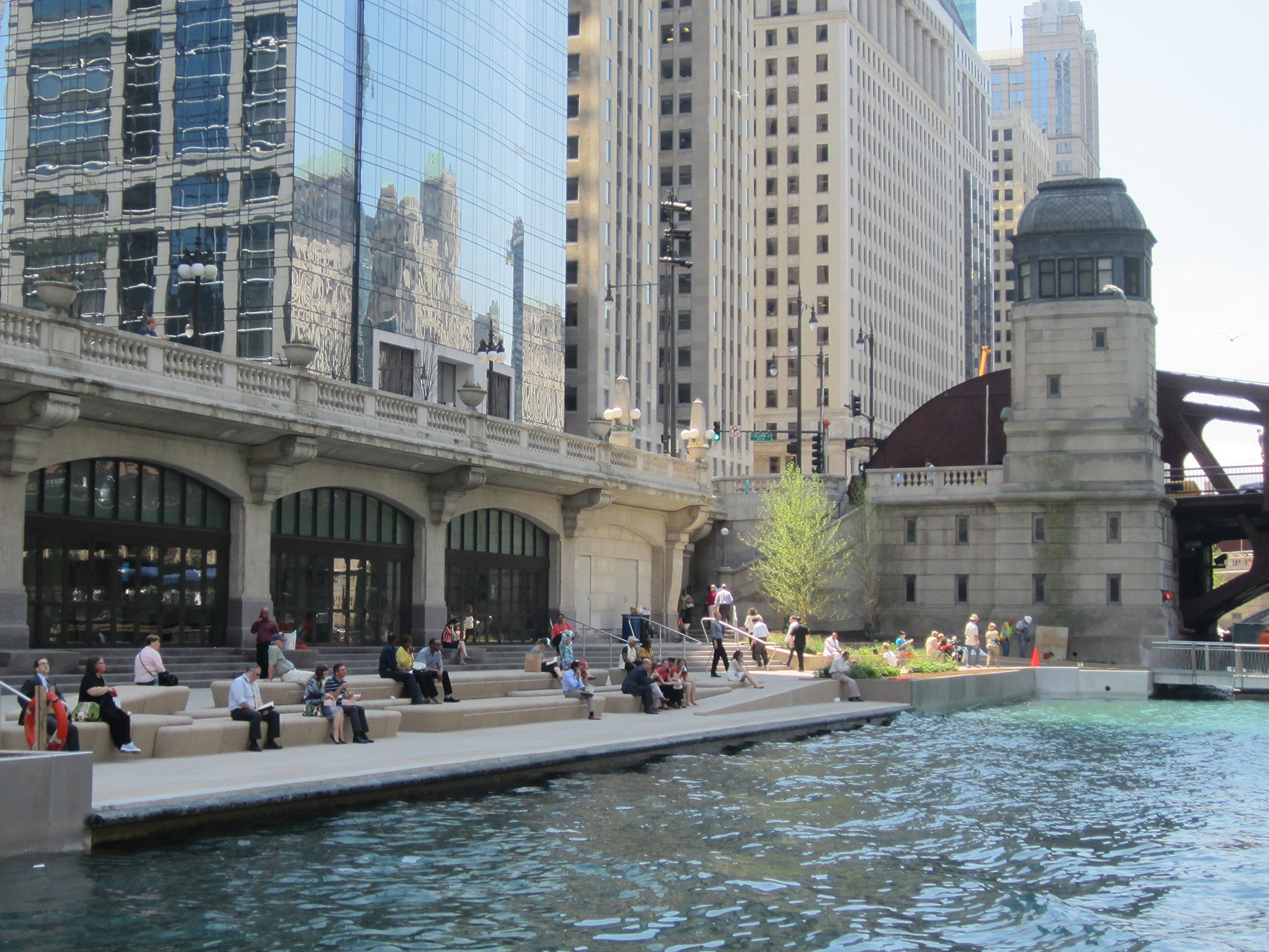 The Cove, between Dearborn and Clark. Photo: John Greenfield